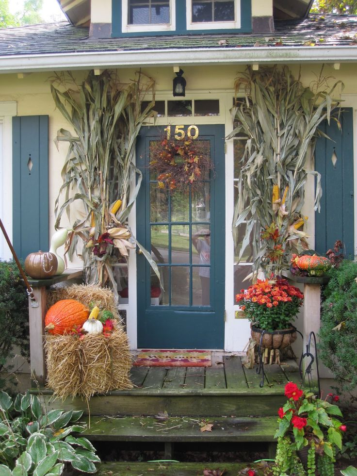 best 25 outside fall decorations ideas on pinterest autumn decorations harvest decorations. Black Bedroom Furniture Sets. Home Design Ideas