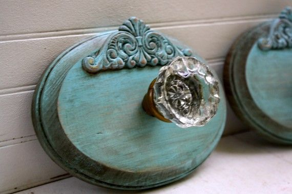 Brilliant! Take a Vintage Glass Door Knob and make a Wall Hook