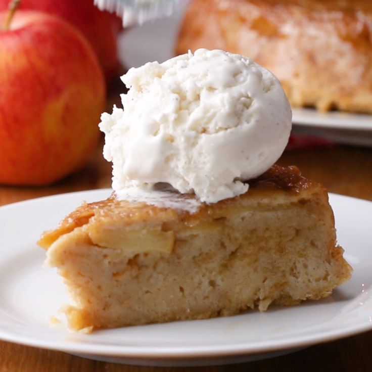 UPSIDE DOWN APPLE BREAD PUDDING // #apple #applepie #thanksgiving #breadpudding #dessert #tasty