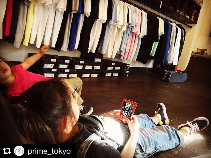 Instagram #skateboarding photo by @nishi.k.m.n - #Repost @prime_tokyo with @repostapp.  子供達のビデオ鑑賞の特等席ですね #prime_tokyo #primetokyo #prime #primeskateboard #skateboarding  #skate #skatelife #スケートボード #スケボー #キッズスケーター. Support your local skate shop: SkateboardCity.co