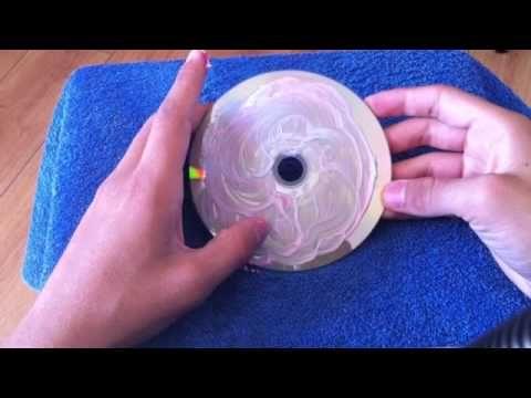 réparer un CD rayé : en effacent les rayures avec du dentifrice