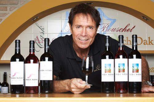 Wines Vida Nova and Onda Nova from Cliff Richard Adega do Cantor in Algarve