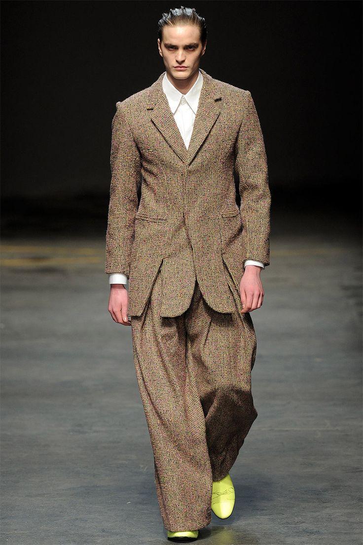 [MAN. Alan Taylor]: Tweed fabrics.