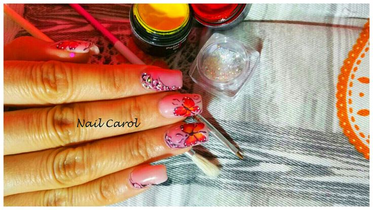 Nail art design farfalle e cristally pixie