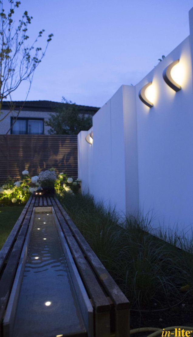 Sprankelend water | Water | Moderne tuin | spot FUSION 22 RVS | Wandlamp CURV | Buitenspot MINI SCOPE in de border | Buitenverlichting 12V | Inspiratie