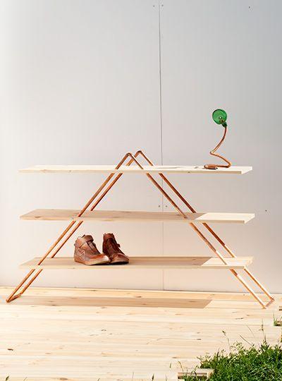 Bausatz für DIY-Regal aus Holz und leichtem Kupferrohr. Kupfer wirkt im Flur oder im Wohnzimmer trendig & chic. Das Regal aus Holz lässt sich individuell gestalten und vielseitig einsetzen.