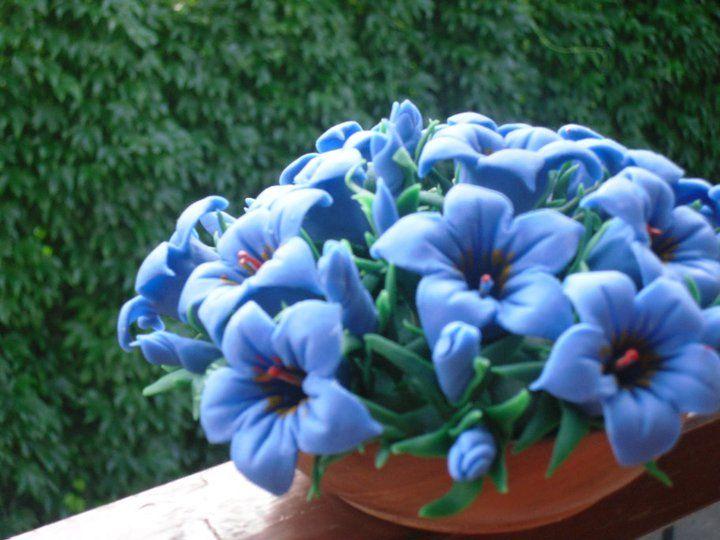 genziane blu fatte con la pasta di mais...petalo per petale