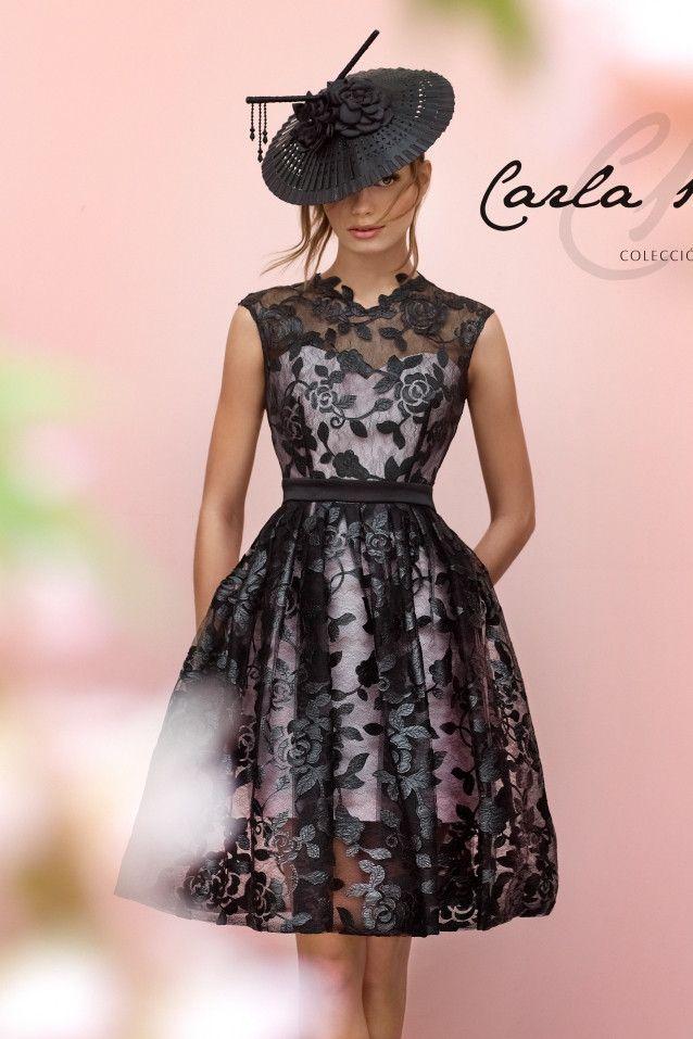 Vestido corto evasé en color negro con fondo rosa. Estilo Velvet, Colección 2016 Carla Ruiz by Carla Ruiz | Boutique Clara