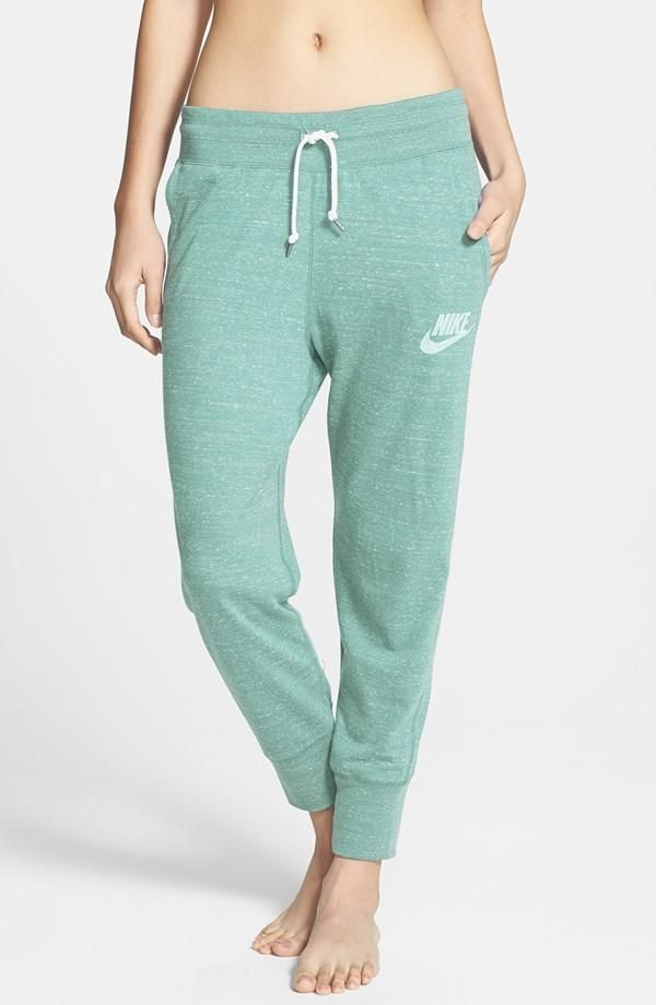 Weekend favorite! Lounging around in these comfy Nike capri pants.