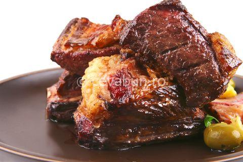 Retete Craciun - Friptura de porc in vin rosu
