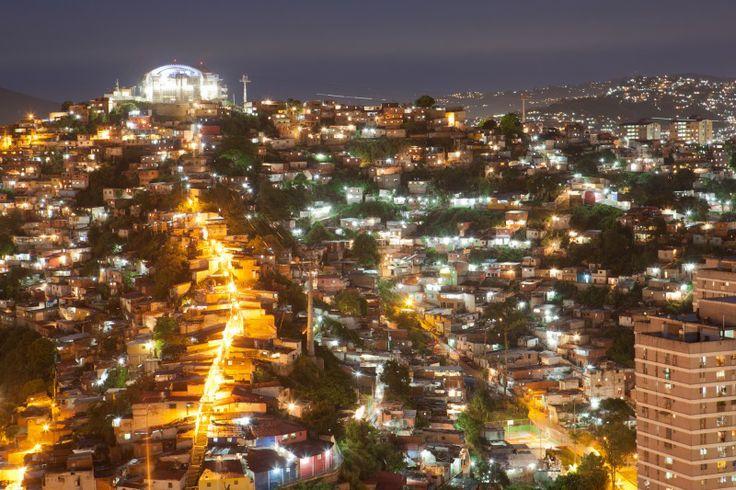 Вам предстоит пройти квест по самым красивым, иногда ди- ким, местам Каракаса и окрестностей, смастерить глиняные тарелки, кото- рые вы заберете домой в качестве сувенира и полюбоваться на самый большой в мире водопад Анхель. http://miceglobal.ru/countries/item/33-venesuela