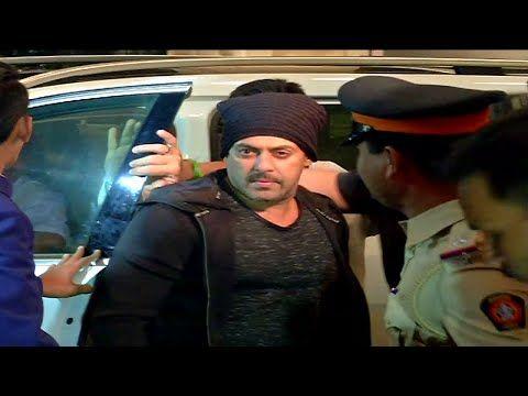SULTAN Salman Khan at Mumbai airport leaving to IIFA awards 2016.