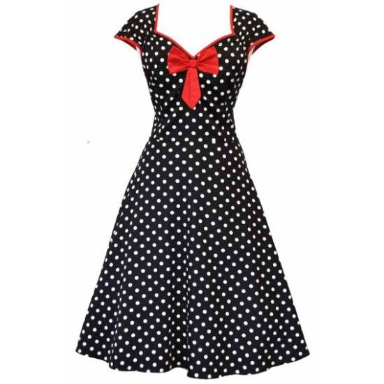 Lady V London Isabella Black Polka Šaty ve stylu 50. let. Nádherné šaty ve stylu retro z londýnské módní dílny, které vás uchvátí svým provedením. Černý podklad s drobnějším bílým puntíkem a červenými prvky jako jsou lemy kolem rukávků a krásně řešeného výstřihu, kouzelná mašle jako třešnička na dortu (lze oddělat a připevnit na jiné místo na šatech nebo do vlasů). Projmutý střih s typicky rozšířenou sukní bezvadně sedí, příjemný materiál (97% bavlna, 3% elastan). Pro dokonalý a bohatý objem…