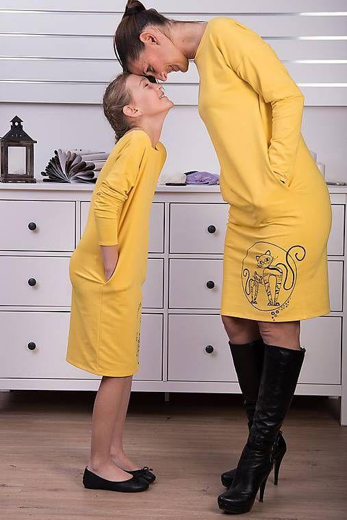 Žlté vreckové šaty cat #detskamoda#jedinecnesaty#handmade#originalne#slovakia#slovenskydizajn#móda#šaty#original#fashion#dress#modre#ornamental#stripe#dresses#vyrobenenaslovensku#children#fashion#rucnemalovane