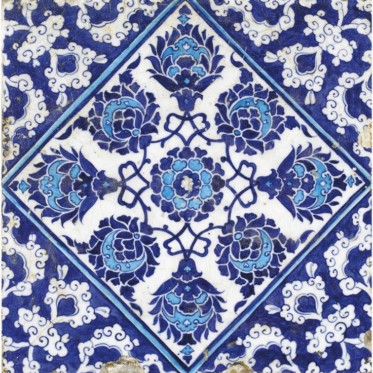 Carreau de revêtement Iznik bleu et turquoise, Turquie, art ottoman, vers 1535 | Lot | Sotheby's