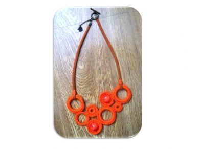 Collar crochet orange
