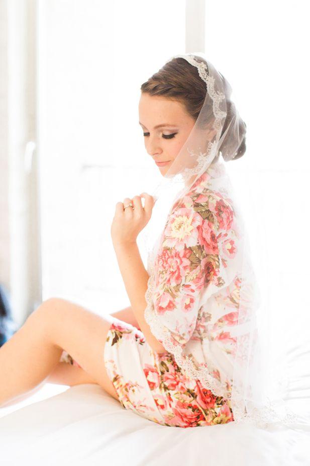 Wedding photography ideas: bridal getting ready portrait | Jessica Grazia Mangia Photography | See more on My Hotel Wedding: https://www.myhotelwedding.com/blog/2016/11/11/north-hollywood-garden-wedding-garland/