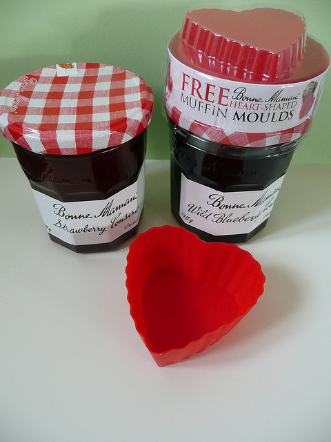Heart shaped muffin moulds: On pack promotion by Bullet