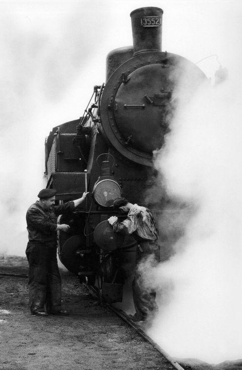 m3zzaluna:    sirkeci, 1959  photo byara güler, fromara güler'sistanbul