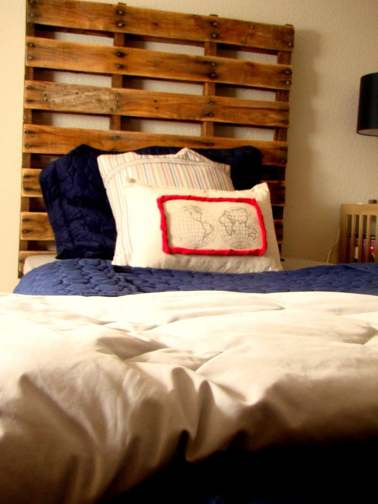 164 best original ideas with pallets images on pinterest for How to make a wood pallet headboard
