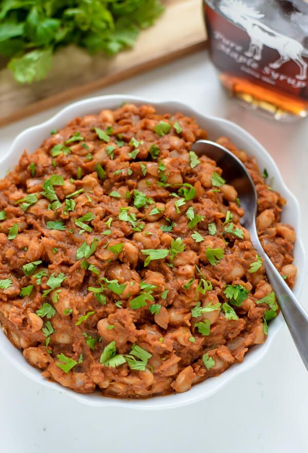 A recipe for easy baked beans that uses natural ingredients like maple syrup and is ready in 30 minutes. A healthy baked bean recipe with big time flavor!