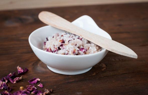 luxusní růžový peeling s kokosem na rozproudění mízy:)