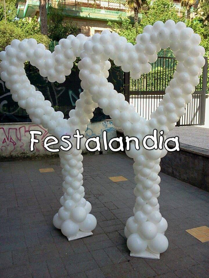 colonne con cuore di palloncini adatte per ingresso location
