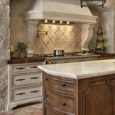 Beautiful accent tile: Stove, Cabinets Colors, Kitchens Design, Traditional Kitchens, Stones Wall, Rustic Kitchens, Kitchens Ideas, Spanish Style, Kitchens Hardware