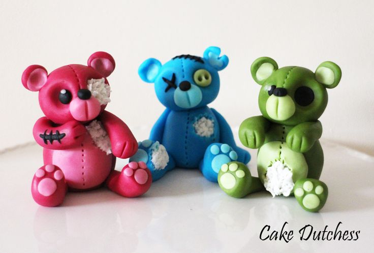 How to Make Zombie Bears posted by Naera  via Cake Central love it!