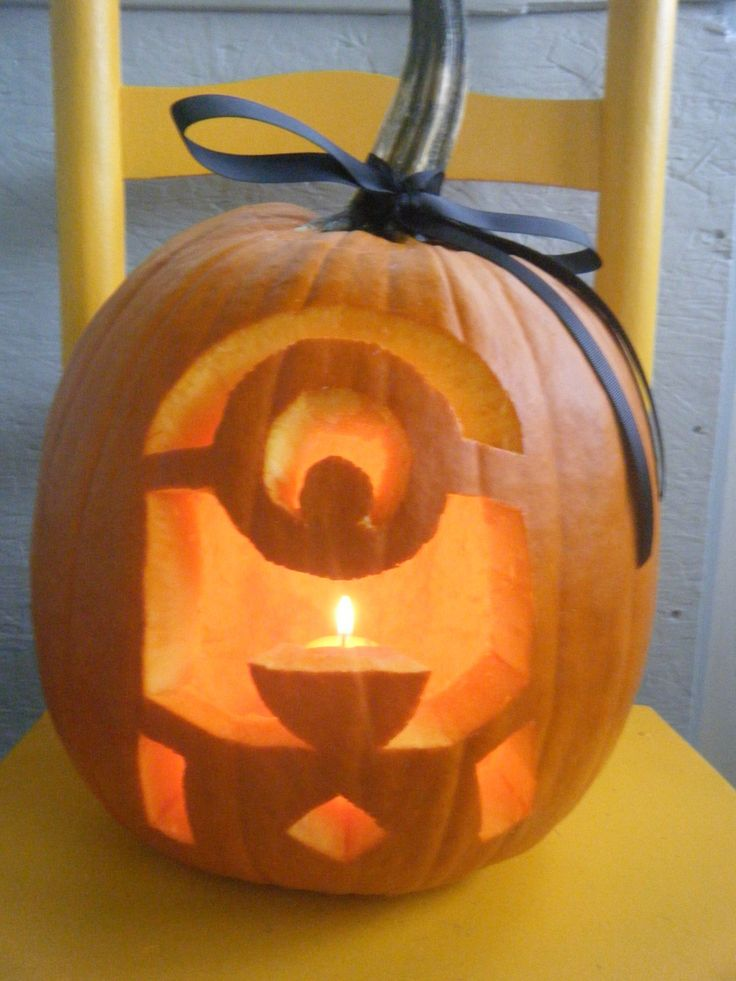 Minion Pumpkin http://www.kidzworld.com/article/27521-despicable-me-2-pumpkin-carving-templates#