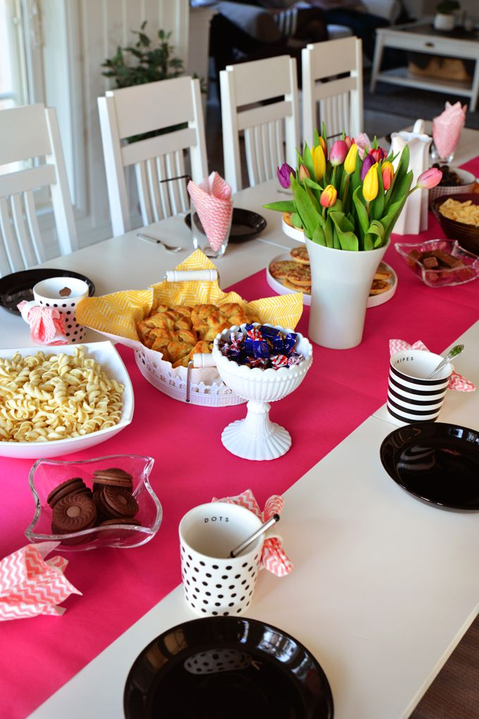Pink table setting birthday party