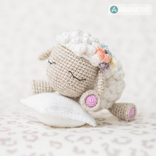 Häkelanleitung für Lamm Shelby, Tiere häkeln / crochet pattern for a cute lamb, crocheting amigurumi made by AradiyaToys via DaWanda.com