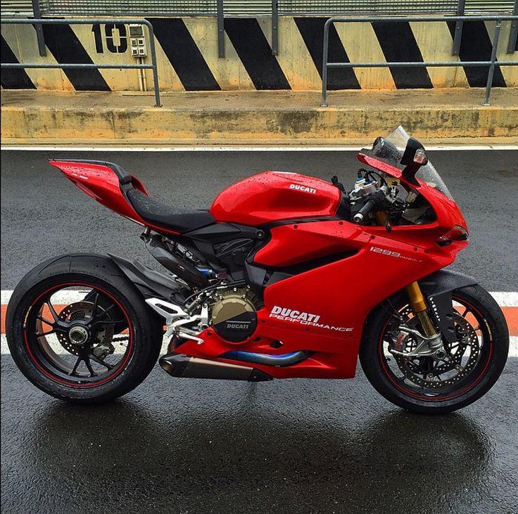 Ducati Hypermotard  Vs Ktm Superdude