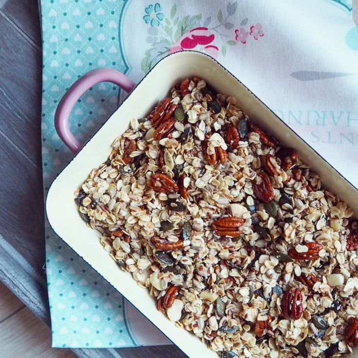 Riess enamelware - perfect for baking your favourite granola 😋😋 #riess #homeforemma #riessenamel #enamelware #granola #domacigranola #homemadegranola #greengate