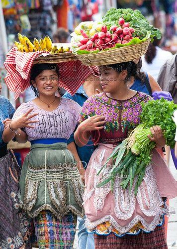 Mujeres Mayas en el mercado.