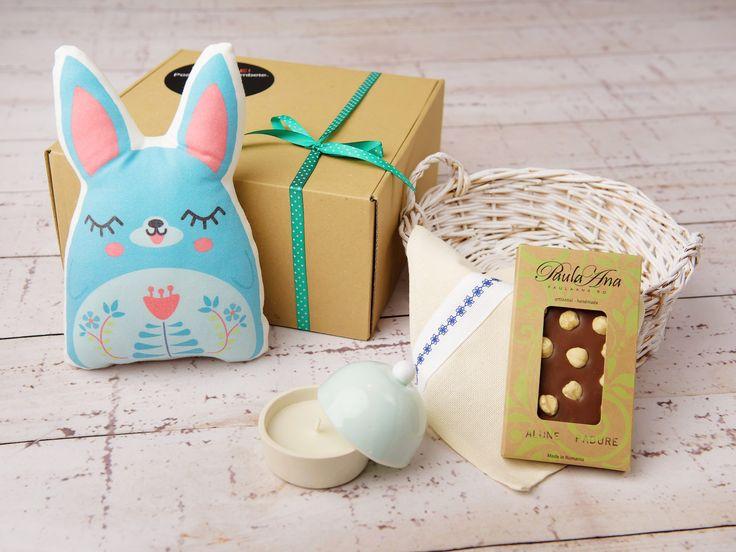 Lucrurile din cutia Semn de Sărbătoare sunt creații autohtone, lucrate cu migală și cu gândul de a aduce bucurie celui ce le va avea în grijă