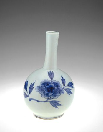 Punwon ware bottle | 19th century | Joseon period | Porcelain with cobalt pigment under transparent, colorless glaze | Korea | Gift of Graenum and Emma Berger and Elizabeth Lee Berger in memory of Ambassador Samuel D. Berger | Freer Gallery of Art | F1980.187