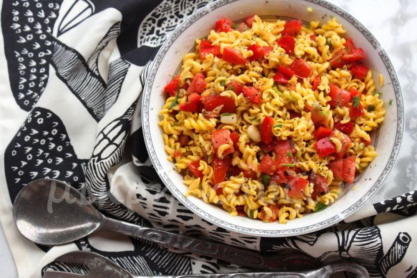 μικρή κουζίνα: Ανοιξιάτικη μακαρονοσαλάτα με σπόρους τσία