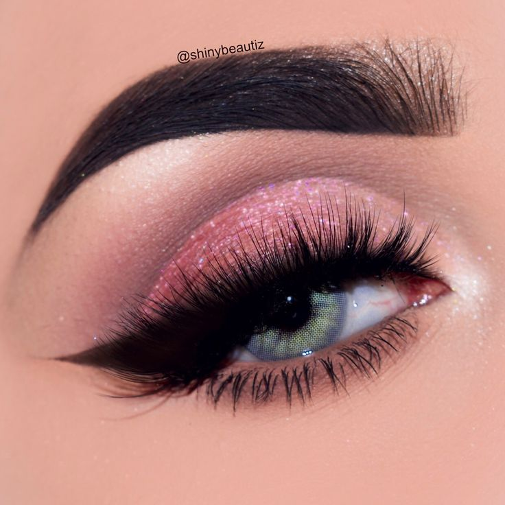 Romantic eye makeup look / date makeup look / valentine's day makeup look.