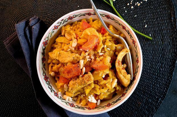 Ein unkompliziertes und schnelles Gericht: Mit zweierlei Sorten Paprika gewürzter Reis, ergänzt mit zarten Pouletstreifen.