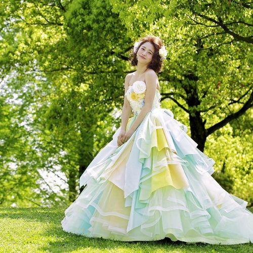 誰說婚紗一定要白色的!超夢幻「彩虹」禮服讓你躍升精靈系新娘 | 美人計 | 妞新聞 niusnews