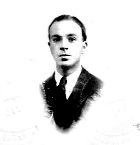 John Dos Passos (here in 1917)  (January 14, 1896 - September 28, 1970) American romanwriter, stagewriter, poet, political activist and artist.