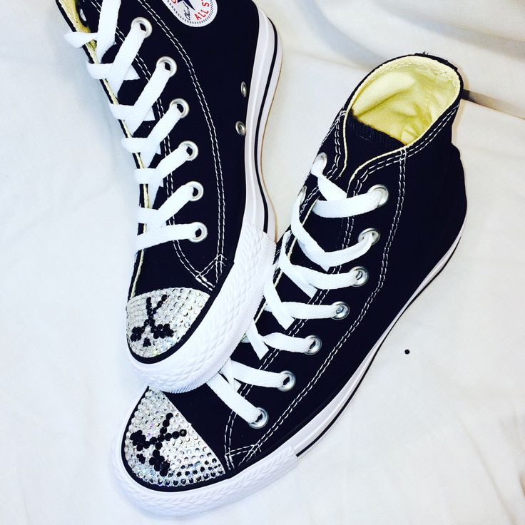 Hockey Blinged Converse alto superior zapatos de baile. Zapatos personalizados Womens para jugadores de Hockey, Hockey Moms, mamá de deportes.  Regalo para mamá, regalo de mamá de Hockey de TrickedKicks en Etsy https://www.etsy.com/mx/listing/464662872/hockey-blinged-converse-alto-superior