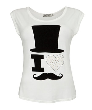 Put the fun back into fashion in this quirky I heart moustaches t-shirt, guaranteed to turn heads! Featuring a comical top hat and gold studded heart on a classic T design. £12.99  #newlookfashion #nlmovember