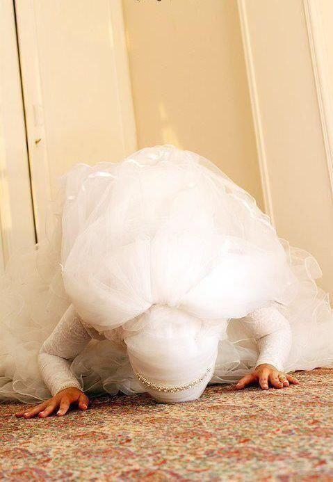 Muslim bride praying