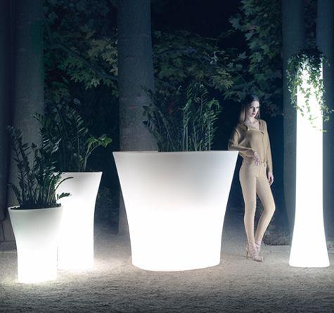 Bones Pflanzkübel mit Beleuchtung überzeugen durch Design, Größe und chice Farbauswahl!