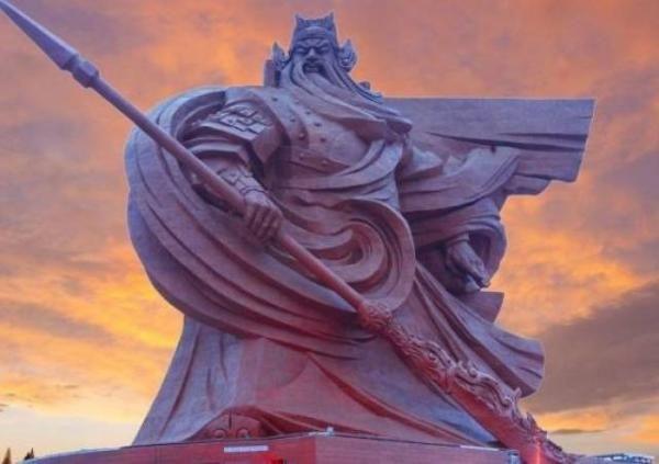 Ini Patung Dewa Perang China yang Bikin Turis Berdecak Kagum