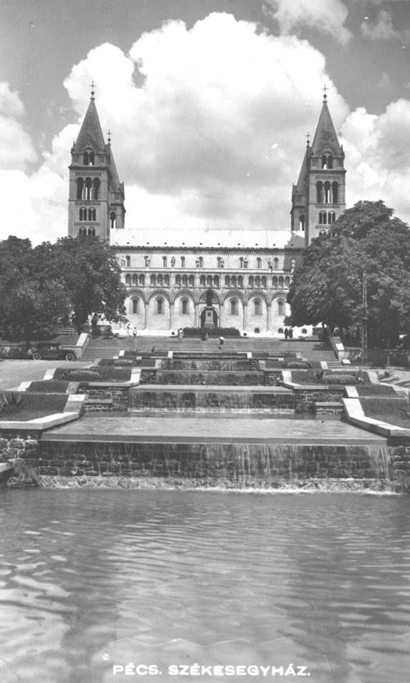 Pécsi Vízlépcső a Székesegyház előtt ...réges -régen...-  De jó lenne ha most is ilyen lenne!