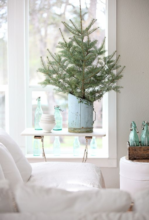 Dreamy Whites: French Farmhouse meets Christmas Tree