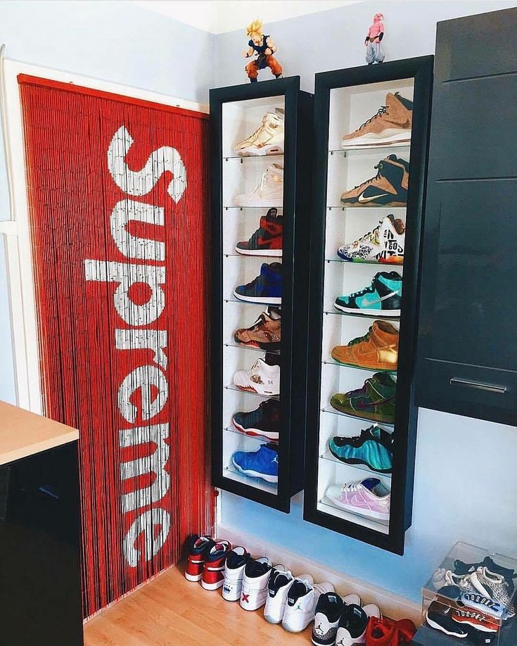 die besten 25 hypebeast room ideen auf pinterest schuhdisplay supreme und schuhregale f r. Black Bedroom Furniture Sets. Home Design Ideas